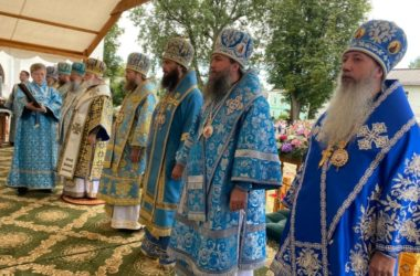 В день Толгской иконы Божией Матери митрополит Феодор служил Литургию в Толгском монастыре Ярославля