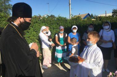 Видео: Архиерейская служба в поселке Новый Рогачик