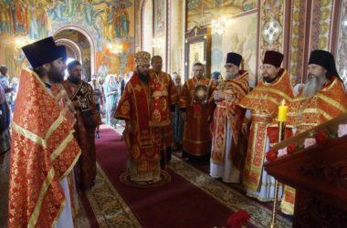 Митрополит Феодор возглавил литургию в храме Иоанна Воина