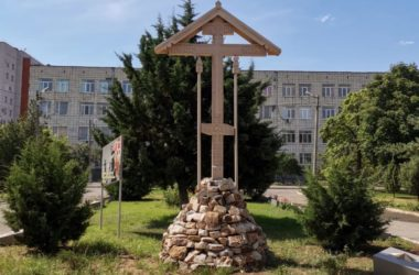 Митрополит Феодор освятил поклонный крест на территории аграрного университета