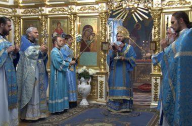 Митрополит Феодор возглавил Литургию в Казанском соборе в праздник Успения Богородицы