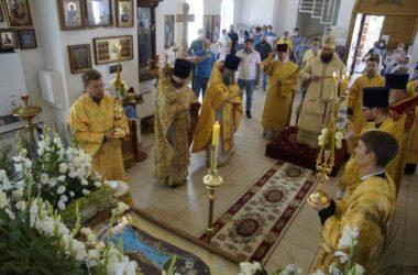 В храме Всех Святых в Земле Российской просиявших состоялась архиерейская служба