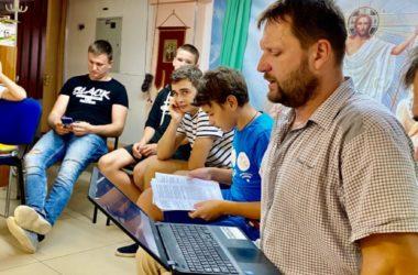 Новый сезон театр «Миргород» начнет выступлением на открытии Александровского сада