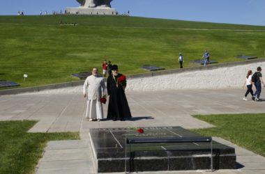 Протоиерей Леонид Калинин посетил мемориал Мамаев курган