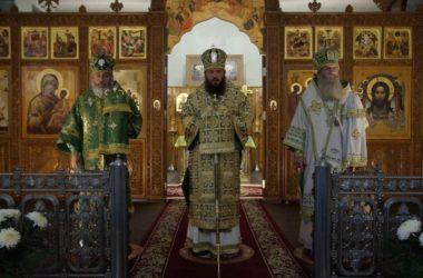 Три архиерея совершили Литургию в Свято-Духовском монастыре