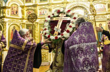 Чин Воздвижения Креста Господня в Казанском соборе возглавил митрополит Феодор