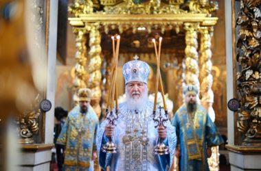В праздник Донской иконы Божией Матери Святейший Патриарх Кирилл совершил Литургию в Донском монастыре в Москве
