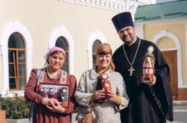 В Никольском соборе Камышина наградили мастериц выставки «Шедевры лоскутного шитья»