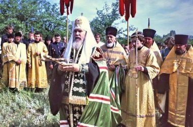 Наш архив: Визит Патриарха Алексия II в Волгоград в 1993 году