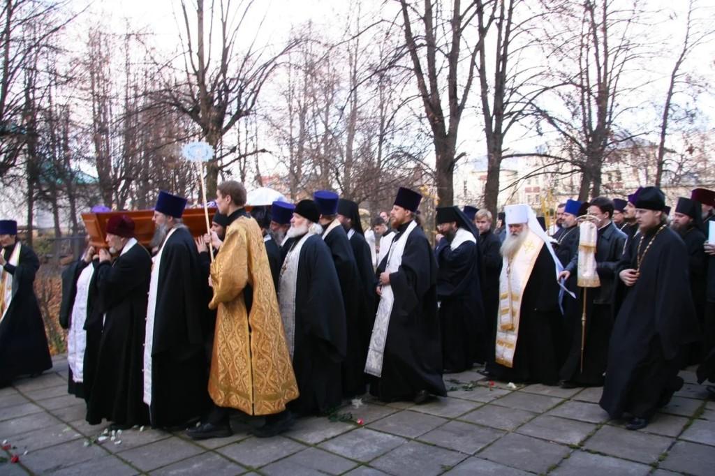 Архиепископа Михея хоронил митрополит Герман: История одной фотографии
