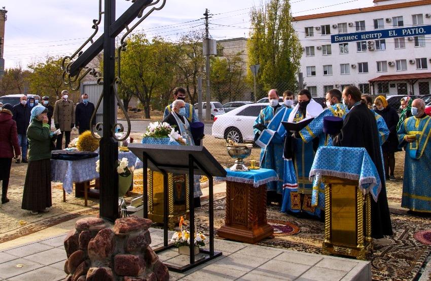 В Волгограде освящено место под строительство храма иконы Богородицы «Спорительница хлебов»