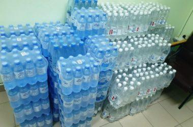 Волгоградские волонтеры доставляют в больницы питьевую воду