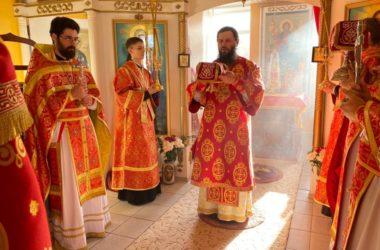 В храме Димитрия Солунского в Камышине прошла архиерейская служба