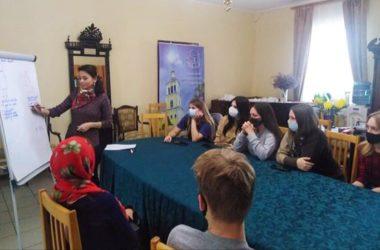 В Никольском соборе Камышина проходят занятия с будущими педагогами