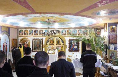 Священники Волгоградской епархии духовно просвещают тех, кто в узах
