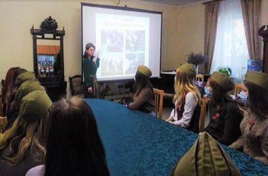 В Никольском соборе Камышина студентам рассказали о женщинах на войне