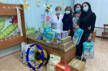 Волгоградские семьи передали подарки в Дом ребенка города Волжского
