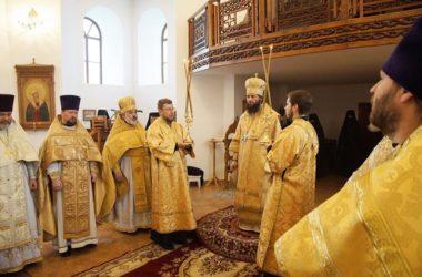 В Дубовском Свято-Вознесенском монастыре состоялось архиерейское богослужение