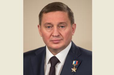 Губернатор Андрей Бочаров поздравил митрополита Феодора с Рождеством Христовым