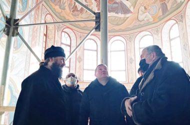 Состоялась рабочая встреча митрополита Феодора и губернатора Андрея Бочарова