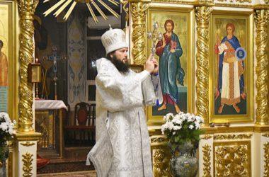 Великую вечерню в Казанском соборе возглавил митрополит Феодор