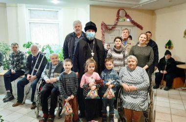 Волгоградские священнослужители поздравляют своих подопечных с Рождеством Христовым