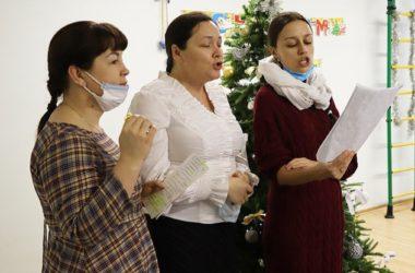 Священнослужители Волгоградской епархии и православные волонтеры поздравляют с Рождеством особенных детей