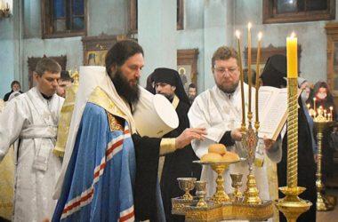 Всенощное бдение накануне праздника Обрезания Господня в Свято-Духовском монастыре возглавил митрополит Феодор