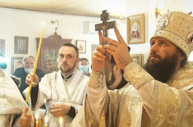 В Крещенский сочельник в Богоявленском храме состоялось архиерейское богослужение