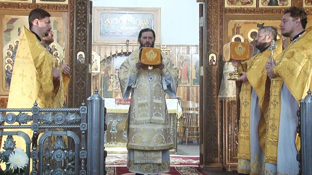 В Свято-Духовском монастыре состоялось архиерейское богослужение