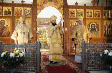 Литургию в день юбилея Волгоградской епархии совершили три архиерея