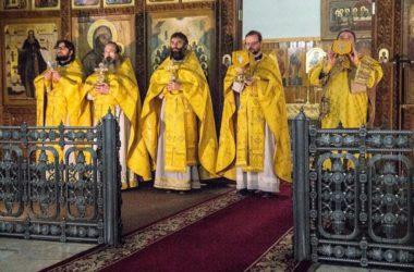 В Свято-Духовском монастыре совершена Литургия на греческом языке