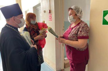 Волгоградские священники благодарят медицинских работников за труды