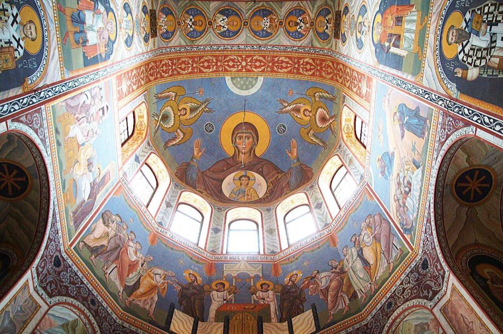Собор Александра Невского расписан наполовину