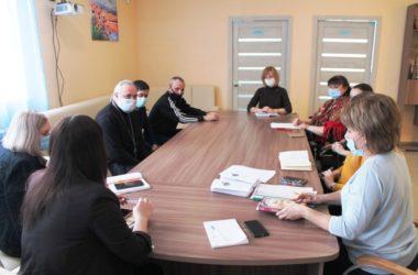 Представители Церкви и общественности обсудили вопросы помощи замещающим семьям
