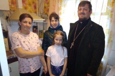 Активисты Казанского собора доставили продуктовую помощь подопечным