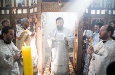 Митрополит Феодор возглавил заупокойное богослужение в храме преподобных Сергия и Германа Валаамских