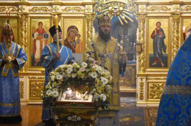 Митрополит Феодор совершил всенощное бдение в Казанском соборе