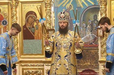Митрополит Феодор возглавил праздничное богослужение в Казанском соборе