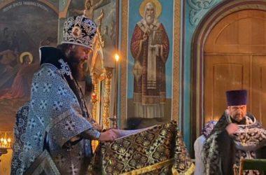 Митрополит Феодор совершил утреню с чтением Великого покаянного канона