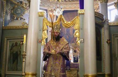В старейшем храме Волгограда состоялось архиерейское богослужение