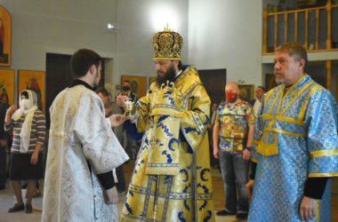 Правящий архиерей Волгоградской епархии совершил утреню с чтением акафиста Пресвятой Богородице