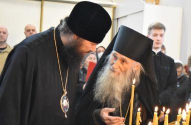 Духовник Патриарха почтил память павших воинов на Мамаевом кургане
