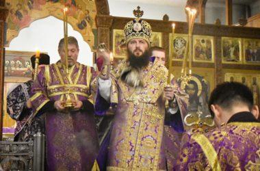 Митрополит Феодор совершил Всенощное бдение в Свято-Духовском монастыре