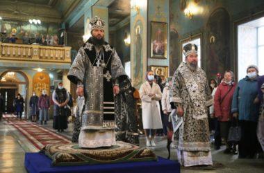 Митрополит Феодор и архиепископ Юстиниан совершили Литургию в Казанском соборе