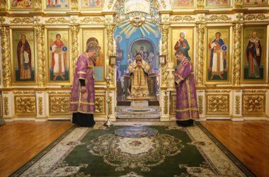 В день установления Таинства Евхаристии митрополит Феодор совершил Литургию в Казанском соборе