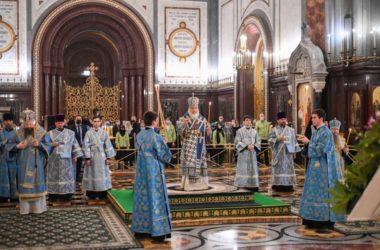 В канун праздника Благовещения Патриарх Кирилл совершил всенощное бдение в Храме Христа Спасителя