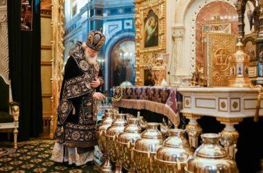 В Великий Четверток Патриарх Кирилл совершил Литургию и чин освящения мира