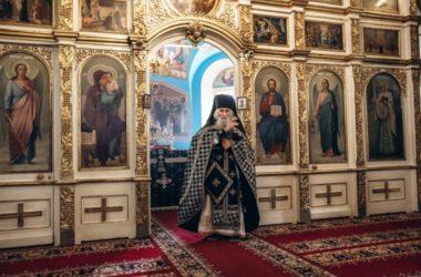 Схиархимандрит Илий (Ноздрин) совершил Литургию в Никольском соборе Камышина