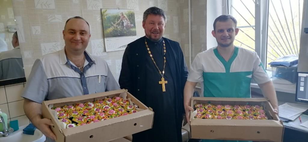 Благую весть о Воскресении Христа православные несут в больницы Волгограда